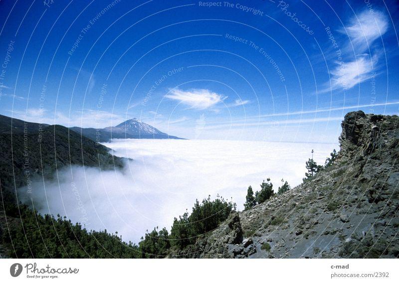 Teneriffa - Blick zum Pico de Teide Himmel Wolken Farbe Berge u. Gebirge Europa Kanaren Spanien Tal überblicken