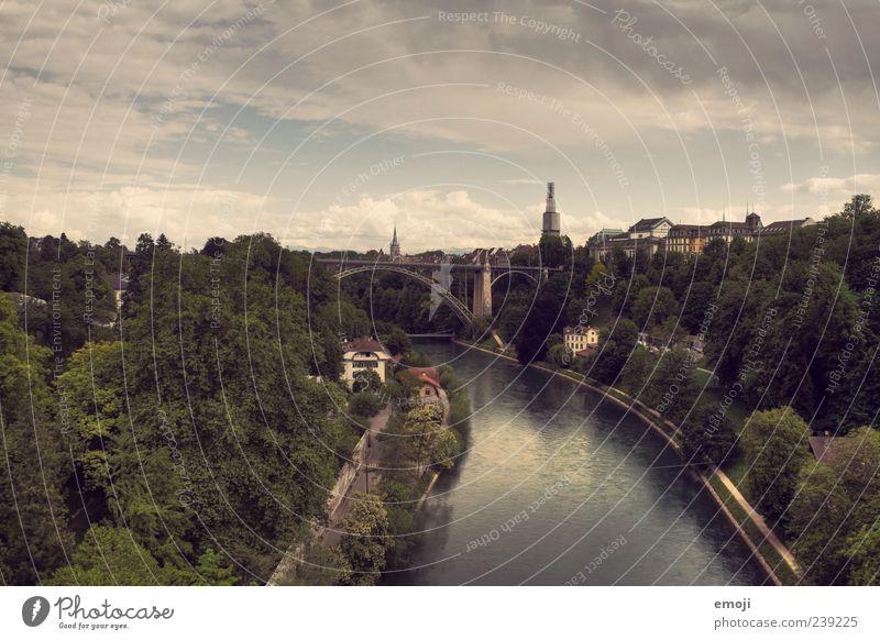 Hauptstadt Flussufer Stadt Stadtrand Skyline Brücke alt Bern Himmel Baum natürlich Farbfoto Außenaufnahme Panorama (Aussicht) Weitwinkel