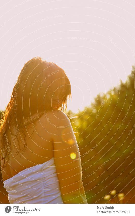 Guten Morgen Sonnenschein Haare & Frisuren Frühling Sommer langhaarig schön natürlich Außenaufnahme Tag Rückansicht Rücken Schulter Gegenlicht dunkelhaarig