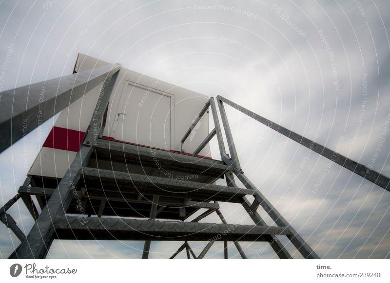 Hasselhoffer (Prototyp) Strand Himmel Wolken Hütte Architektur Treppe Metall hoch grau Sicherheit Metallwaren Hilfestation Lebensrettung Sanitäter