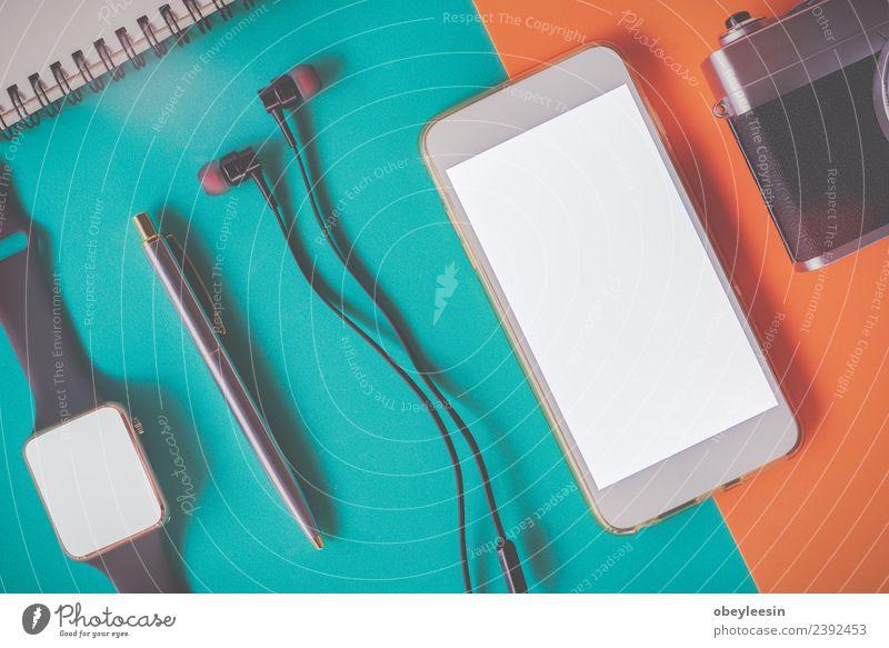 Kreativer flacher Lay mit modischem Objekt auf farbigem Hintergrund Lifestyle Stil Leben Ferien & Urlaub & Reisen Ausflug Sommer Dekoration & Verzierung