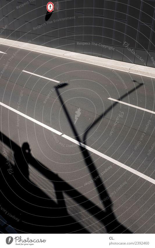 fußgängerzone Mensch 1 Schönes Wetter Düsseldorf Mauer Wand Verkehr Verkehrswege Straßenverkehr Fußgänger Wege & Pfade Verkehrszeichen Verkehrsschild Zeichen