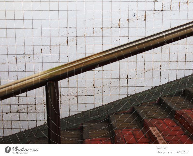 Drive carefully! Mauer Wand Treppe braun gold rot schwarz weiß Fliesen u. Kacheln verkratzt Kratzer Geländer Abnutzung Unterführung Stein Backstein Metall