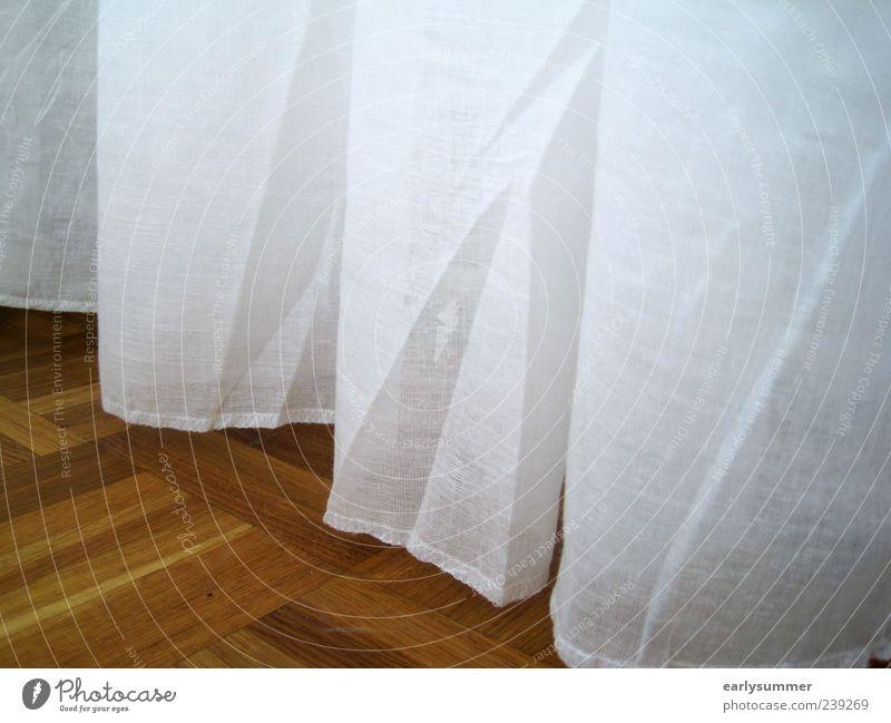 Gardine Design Häusliches Leben Wohnung einrichten Dekoration & Verzierung Parkett Schlafzimmer Holz Linie Streifen hängen alt retro braun weiß wohnlich