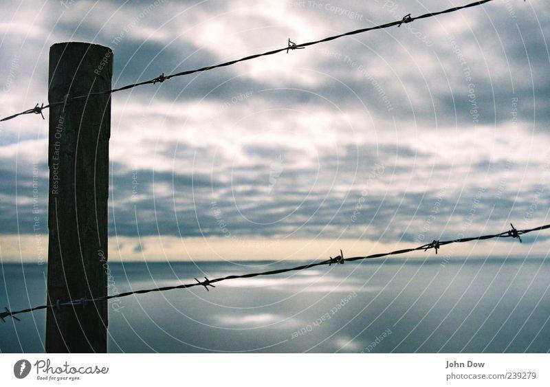 Epiphany Himmel Meer Wolken Ferne dunkel Freiheit Küste Horizont Ausflug gefährlich Vergänglichkeit geheimnisvoll Bucht Zaun Barriere gefangen