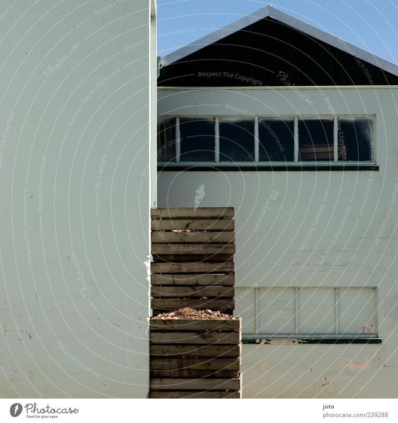 stapel Haus ruhig Fenster Architektur Gebäude Linie modern Fabrik Kasten Karton Lagerhalle Kiste Stapel Hinterhof eckig Lager