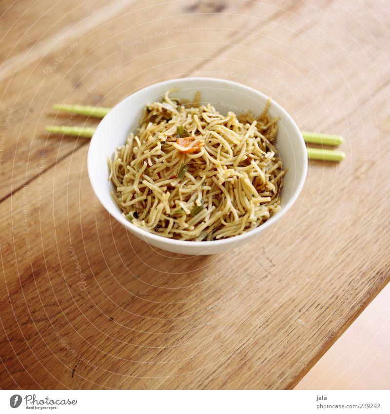 wok nudeln Ernährung Lebensmittel lecker Nudeln Mittagessen Schalen & Schüsseln Vegetarische Ernährung Tisch Holztisch Essstäbchen Asiatische Küche Bami Goreng