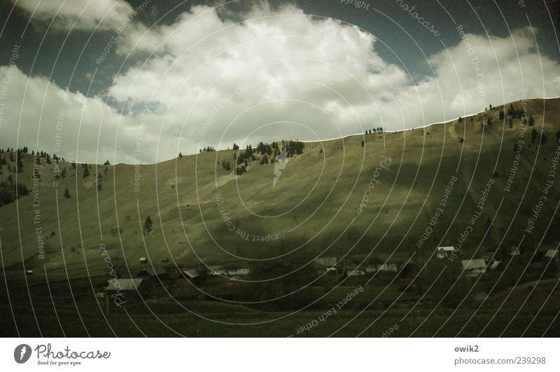 Wolkenberge Umwelt Natur Landschaft Pflanze Himmel Horizont Klima Schönes Wetter Baum Gras Sträucher Wiese Berge u. Gebirge Karpaten Osteuropa Rumänien Dorf