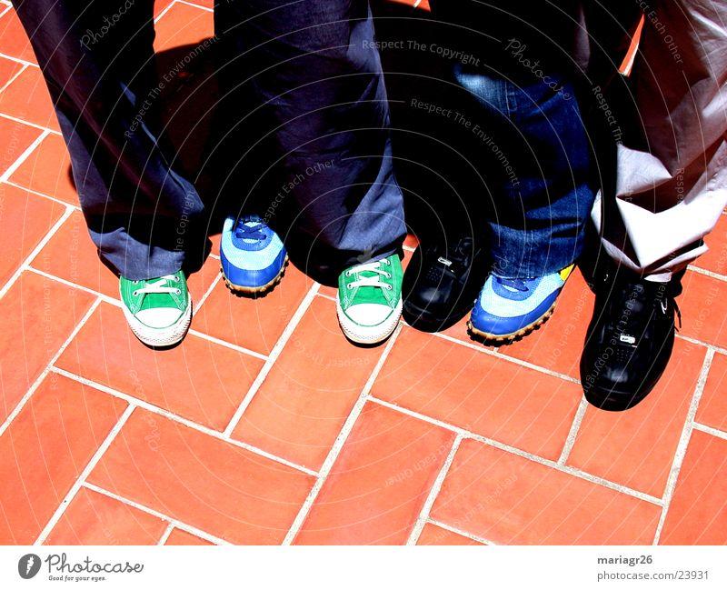 ¿quien es quien? Menschengruppe Freundschaft Schuhe Bodenbelag 6