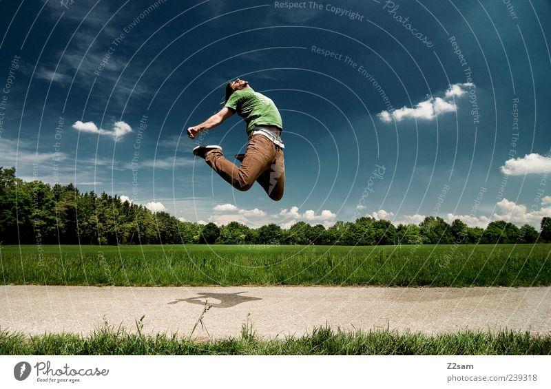 SOMMERANFANG Lifestyle Stil Mensch maskulin Junger Mann Jugendliche 1 18-30 Jahre Erwachsene Natur Landschaft Himmel Wolken Schönes Wetter Baum Gras Feld