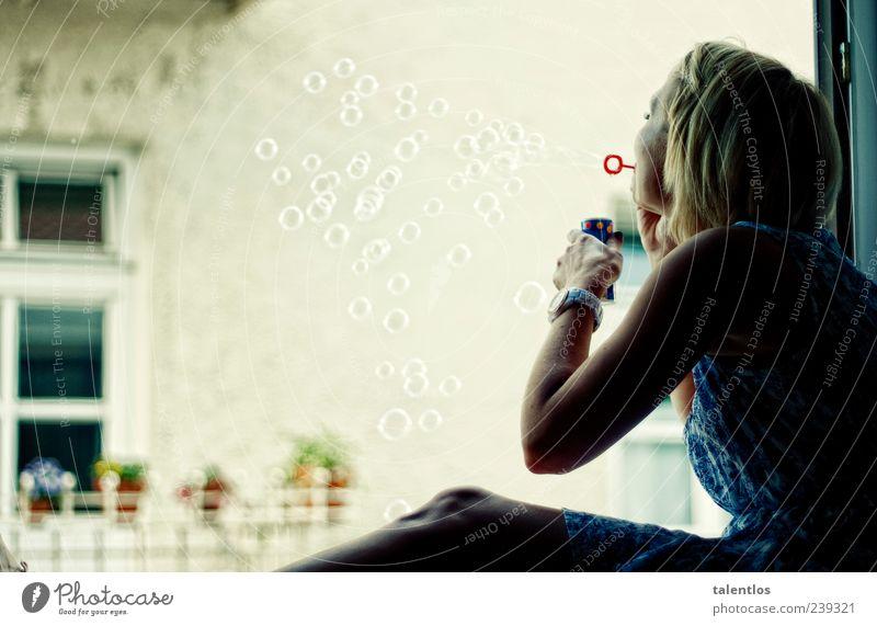 bubbles Freude Spielen Junge Frau Jugendliche Kopf 1 Mensch 18-30 Jahre Erwachsene Gefühle Glück Fröhlichkeit Zufriedenheit Begeisterung Leben Seifenblase