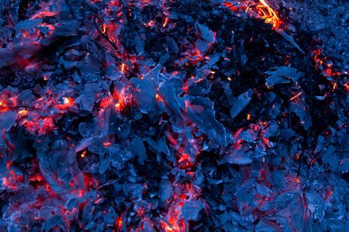 Glut (B) Wärme Hintergrundbild Textfreiraum Feuer Brand heiß Grillen Ende brennen Flamme Zerstörung verbrannt Brandasche löschen