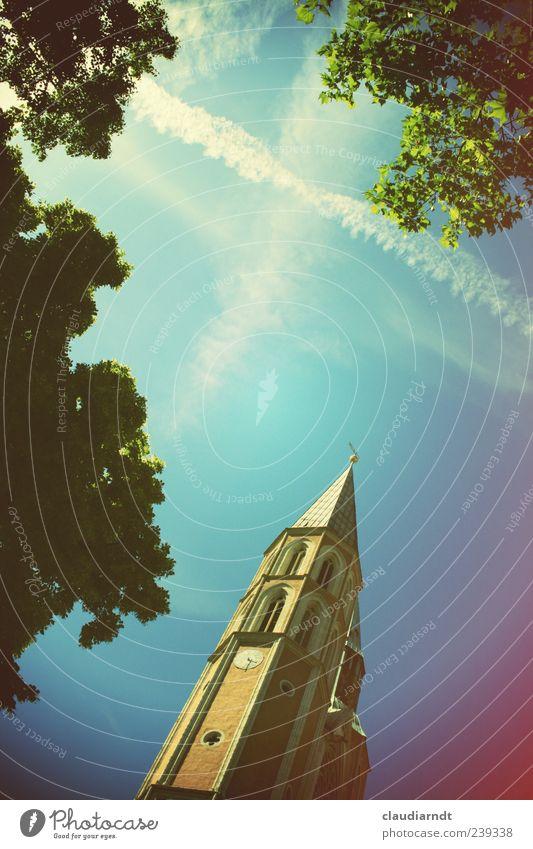 himmelwärts Himmel Schönes Wetter Baum Kirche Bauwerk Hoffnung Glaube Kirchturm Kondensstreifen Gott Christentum Braunschweig Retro-Farben Himmelsstürmer oben