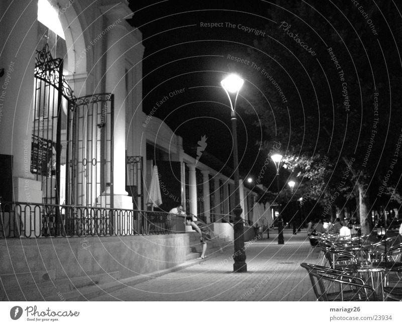 Nacht in Córdoba Gastronomie Gebäude Terrasse Spanien Architektur Kneipe Kaffee Schwarz und weiß Pérgola Cordoba Freunden