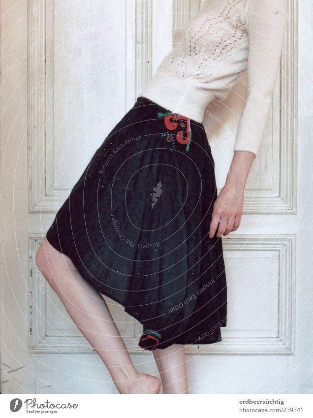 à la mode feminin Frau Erwachsene Beine Mode Bekleidung Rock Pullover Stoff stehen ästhetisch trendy dünn schwarz einzigartig Faltenwurf Stickereien Muster