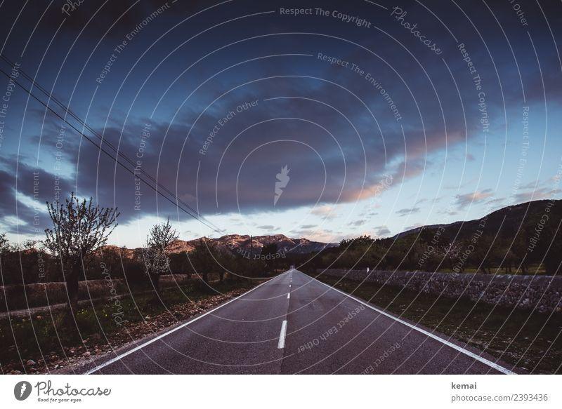Die Straße zu den Bergen Himmel Ferien & Urlaub & Reisen Sommer schön Landschaft Erholung Wolken ruhig Ferne Berge u. Gebirge Lifestyle Wege & Pfade Freiheit