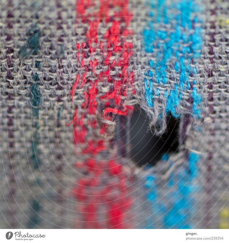 Sometimes I'm so zerrissen. blau alt rot grau außergewöhnlich kaputt Stoff Loch Tuch gerissen verschlissen gewebt