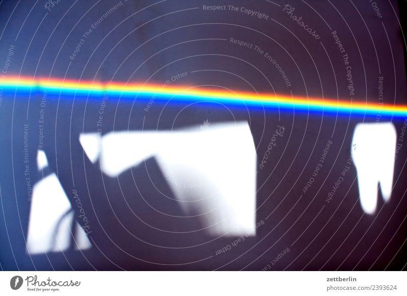The Dark Side Of The Room mehrfarbig Farbe Licht Lichtbrechung Lichtstrahl Physik Prisma Regenbogen regenbogenfarben Spektralfarbe spektral Wellenlänge