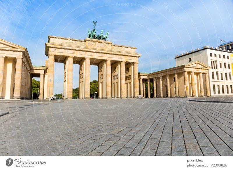 Brandenburger Tor Ferien & Urlaub & Reisen alt Stadt Haus Straße Architektur Berlin Gebäude Tourismus Deutschland Ausflug Europa Perspektive Platz hoch