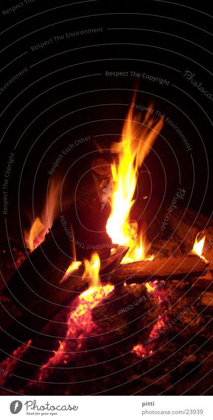 Fire Holz dunkel Nacht Brand Gluht Feuerstelle