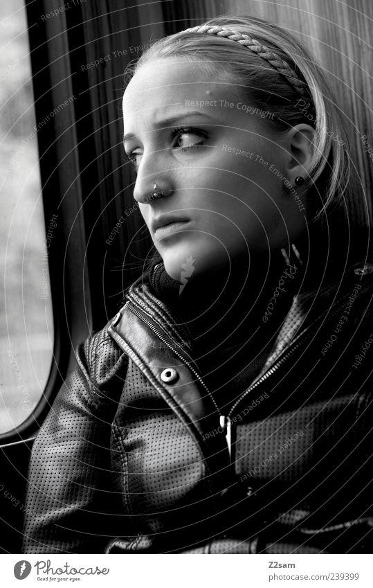 Fahrt ins Ungewisse Ferien & Urlaub & Reisen feminin Junge Frau Jugendliche 1 Mensch 18-30 Jahre Erwachsene Personenzug Jacke Leder Piercing Denken Blick