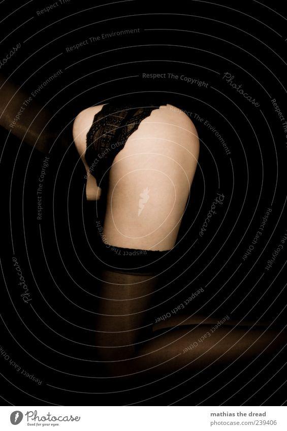 RUNDUNG elegant Stil Mensch feminin Junge Frau Jugendliche Bekleidung Strümpfe Unterwäsche hocken ästhetisch dunkel schön Erotik Spitze Rüschen Korsage Gesäß