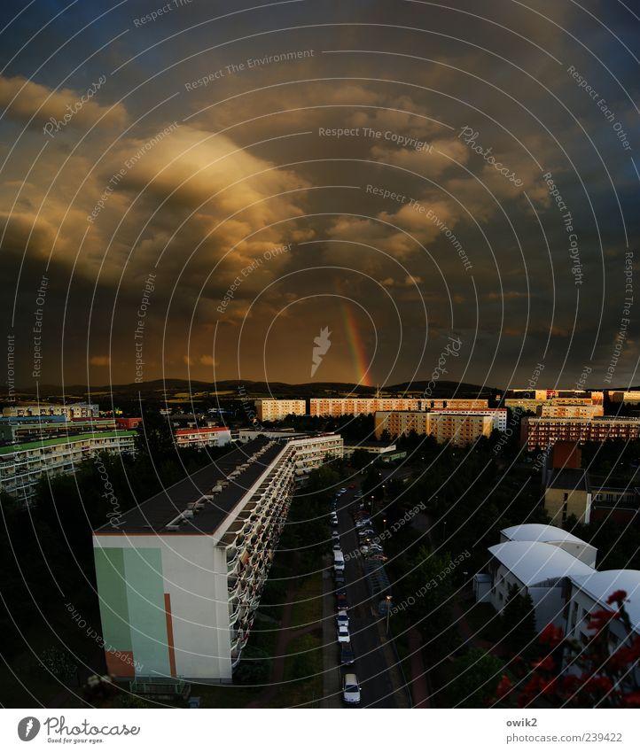Plattentektonik Himmel Wolken Schönes Wetter Regen Gewitter Bautzen Ostsachsen Lausitz Kleinstadt Stadtrand bevölkert Haus Mauer Wand Fassade Balkon Straße