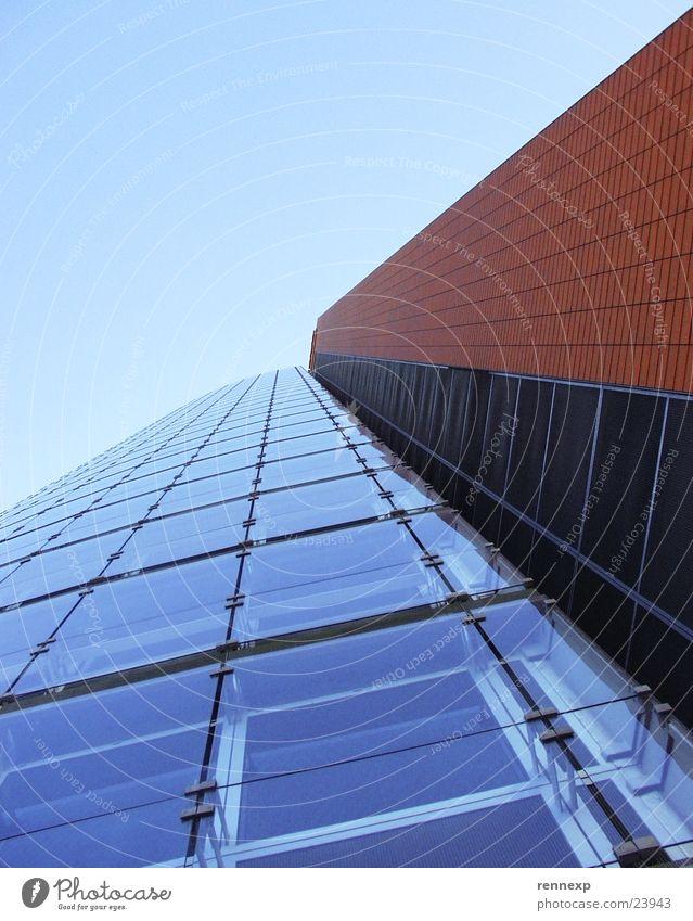 _ANDROMEDA_Tower_ Himmel Fenster Gebäude Architektur Hochhaus verrückt Perspektive Europa Klarheit Etage aufwärts Respekt Stolz strahlend Ameise