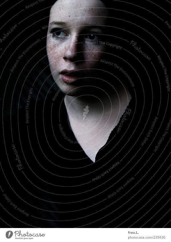 Glanz Mensch feminin Junge Frau Jugendliche Gesicht 1 Pullover Denken stehen warten hoch einzigartig schön weich Vorsicht Gelassenheit Selbstbeherrschung