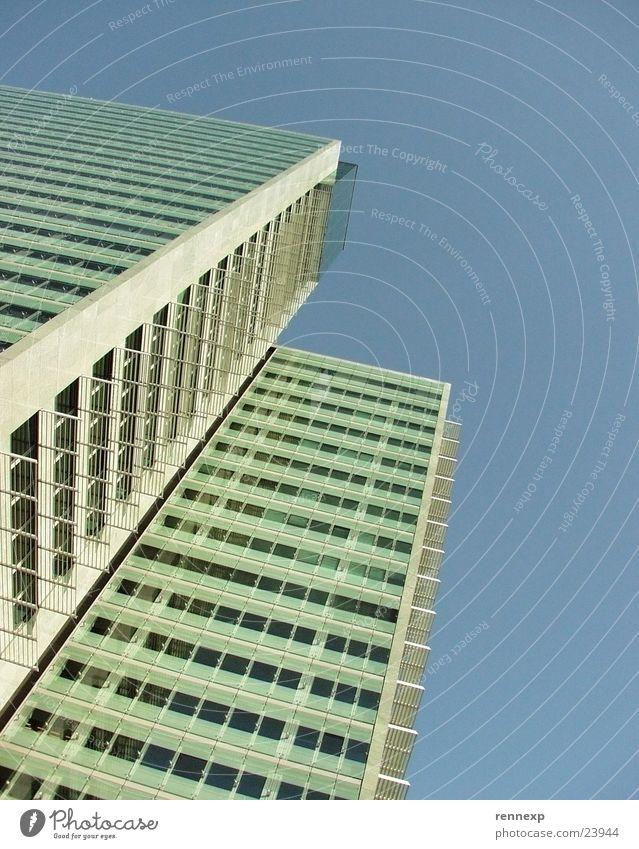 //  /  wolkenkitzler von unten II Himmel Sommer gelb Fenster Architektur Glas hoch Beton Hochhaus Perspektive Klarheit Freundlichkeit Etage Schönes Wetter Stock