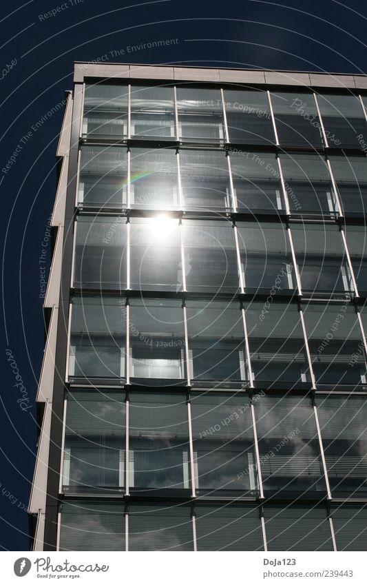 blau Haus schwarz Fenster Wärme Architektur grau Gebäude Denken Deutschland Arbeit & Erwerbstätigkeit Kraft Fassade hoch modern Hochhaus