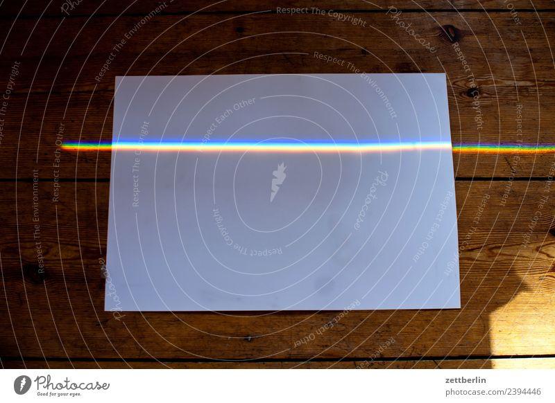 Buntlicht auf Papier mehrfarbig Farbe Licht Lichtbrechung Lichtstrahl Physik Prisma Regenbogen regenbogenfarben Spektralfarbe spektral Wellenlänge Linie