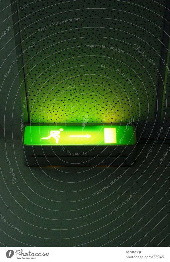 /  Raus  -> [ ] \ Vol. 02 Notbeleuchtung grün strahlend notwendig Beleuchtung aktivieren Notfall Warnhinweis Piktogramm grell Leuchtstoffröhre Lampe Panik