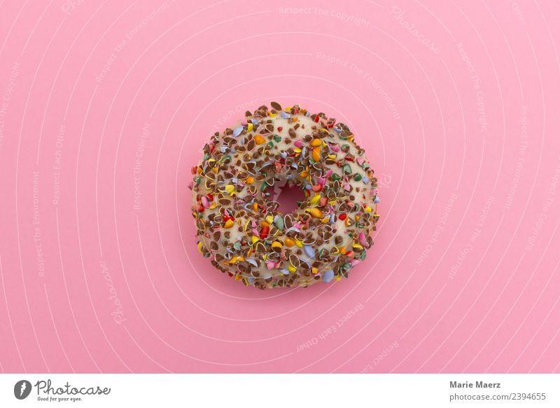 Leckerer Donut mit bunten Schoko-Streuseln Lebensmittel Teigwaren Backwaren Kuchen Dessert Ernährung Essen Frühstück frisch Glück lecker rund saftig süß