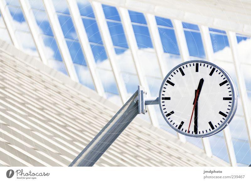 Bahnhofsuhr Lüttich weiß Ferien & Urlaub & Reisen schwarz Architektur Zeit Uhr Beginn rund Kontrolle Anzeige hängend Wolkenhimmel Uhrenzeiger Verspätung