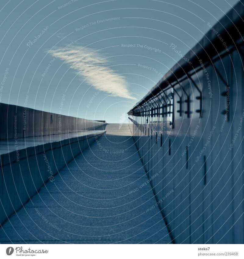 road to heaven Himmel Wolken Architektur Mauer Wand Dach Wege & Pfade kalt Norwegen Stein Geländer geradeaus Linientreue aufwärts aufstrebend Außenaufnahme