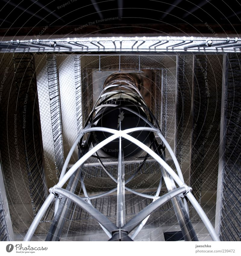 Alien vs. Elevator II Zeitmaschine Technik & Technologie Stahl dunkel fantastisch abwärts Fahrstuhl Fahrstuhlschacht Röhren Turm Treppenhaus Zukunft Farbfoto