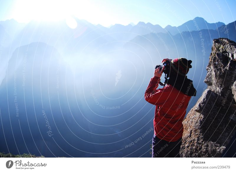 Lichtblick Mensch Natur Jugendliche Ferien & Urlaub & Reisen Sonne Erwachsene Ferne Landschaft feminin Berge u. Gebirge Junge Frau 18-30 Jahre Tourismus