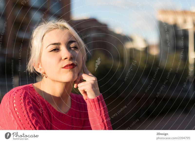 Frau Mensch Jugendliche Junge Frau Farbe schön rot Gesicht Straße Erwachsene Lifestyle Umwelt Wiese natürlich feminin Glück