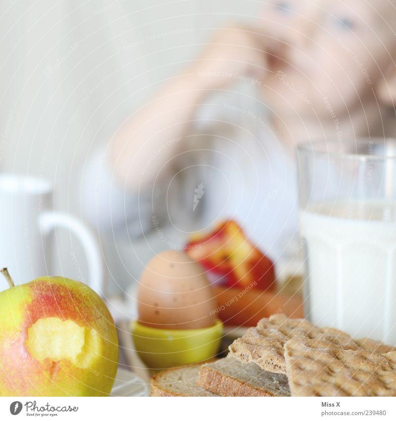 Frühstück für PC Mensch Kind Hand Gesicht Ernährung Lebensmittel Essen Gesundheit Glas Frucht Kindheit Arme Getränk Gesunde Ernährung Apfel Kleinkind
