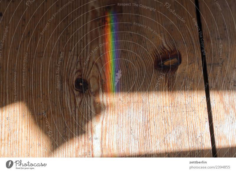 Buntlicht auf Holz Farbe Licht Lichtbrechung Lichtstrahl Physik Prisma Regenbogen regenbogenfarben Spektralfarbe mehrfarbig Wellenlänge Textfreiraum