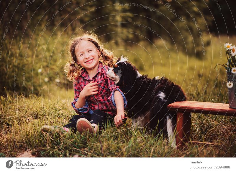Kind Natur Ferien & Urlaub & Reisen Hund Sommer schön grün Blume Freude Wald Wärme Gras klein Spielen Garten Kindheit