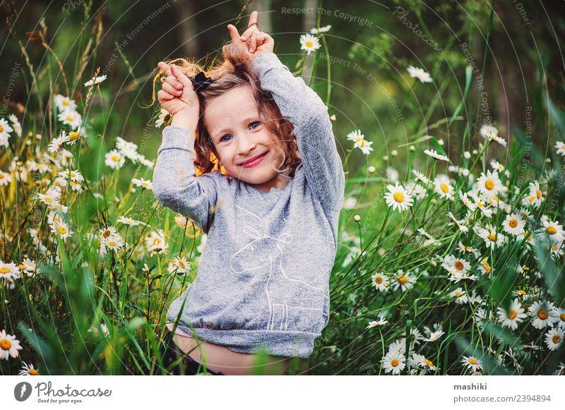 Frau Kind Natur Ferien & Urlaub & Reisen Sommer schön grün weiß Sonne Blume Freude Wald Gesicht Erwachsene Wärme Gras