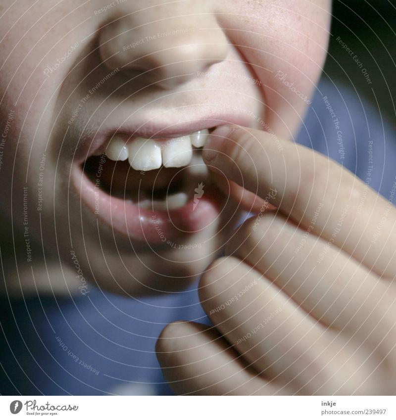 Mut zur Lücke..?? Kind Leben Gefühle Bewegung Gesundheit Kindheit Angst Mund Finger Wandel & Veränderung Zähne berühren Schmerz zeigen 8-13 Jahre Erwartung