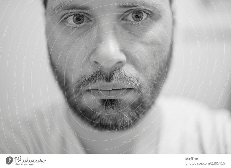 selbstie maskulin Mann Erwachsene Gesicht Auge Nase Mund Lippen Bart 1 Mensch 30-45 Jahre Konzentration Traurigkeit vertiefen Selfie Dreitagebart