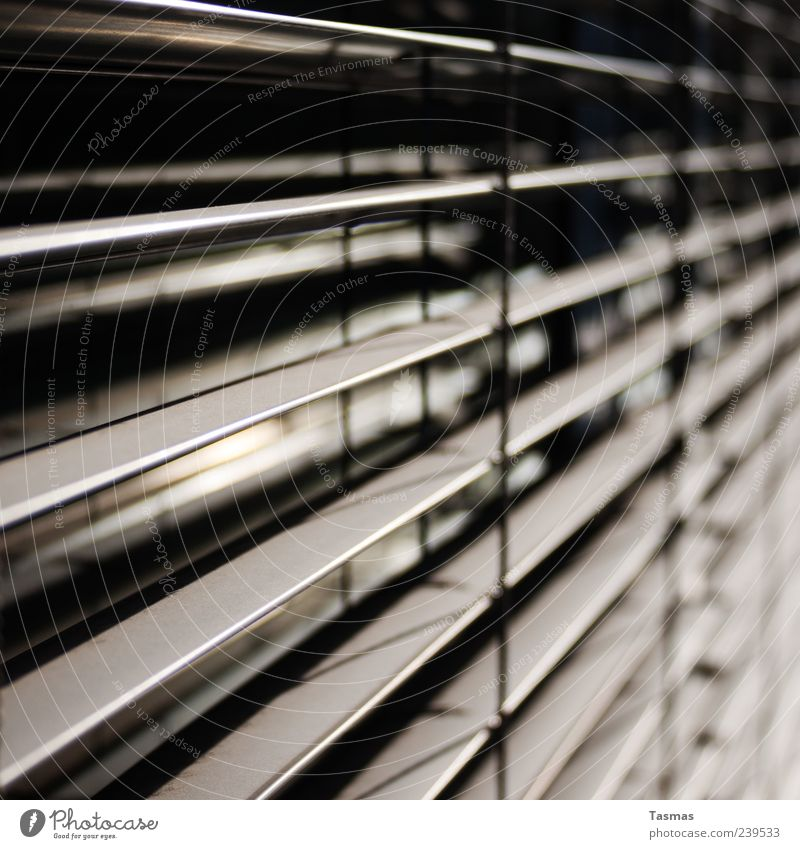 Dimensionen Fenster Markise eckig modern Jalousie Farbfoto Außenaufnahme Nahaufnahme Detailaufnahme abstrakt Muster Strukturen & Formen Menschenleer Licht