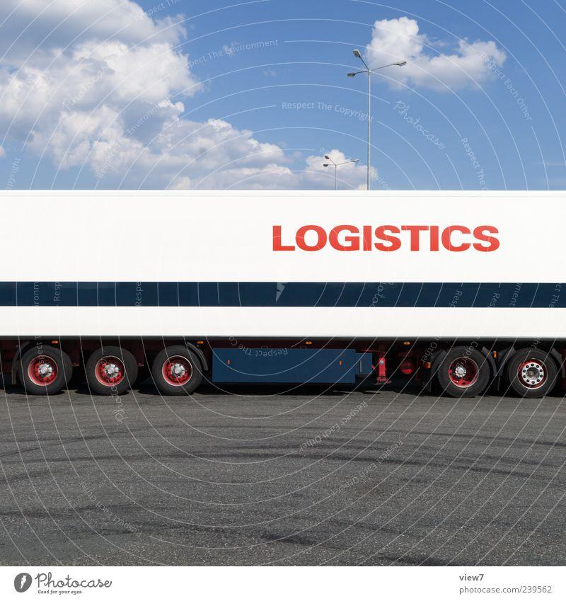 Transit Güterverkehr & Logistik Himmel Verkehr Verkehrsmittel Verkehrswege Straße Fahrzeug Lastwagen Anhänger Metall Schriftzeichen Linie Streifen authentisch
