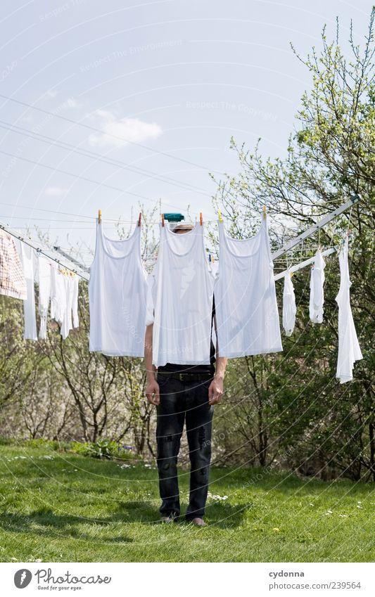 Immer schön sauber bleiben Mensch Himmel Natur weiß Umwelt Wiese Gras Garten Stil außergewöhnlich stehen Sträucher einzigartig Sauberkeit Idee Hemd