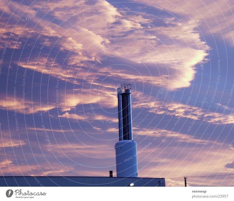der Himmel brennt.... Sonne Wolken Gebäude Wetter groß Industrie Kochen & Garen & Backen Ecke Fabrik Turm Spitze Eisenrohr brennen Lagerhalle Respekt