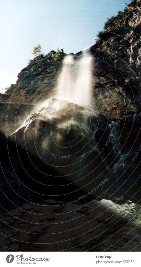Wasser fällt oft wunderschön Himmel Wasserfall himmelblau Lichtstrahl Der Herr der Ringe
